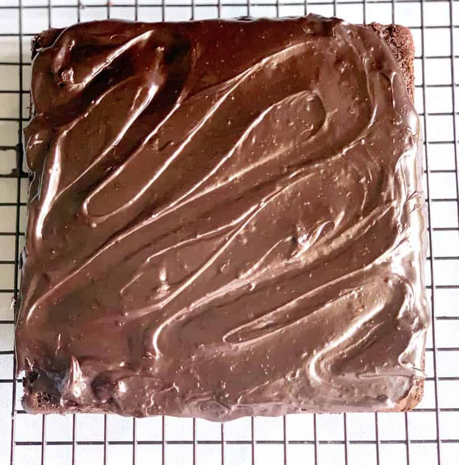 frosted chocolate cake- assembling a cake